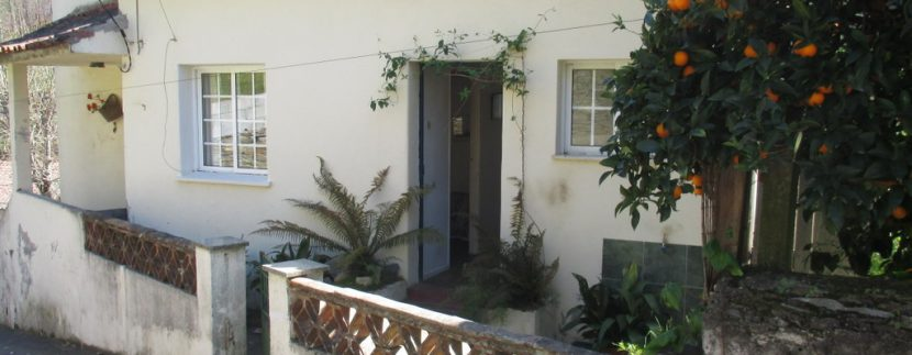 entrance in to 2nd floor off road